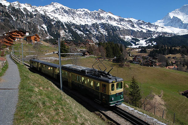 Train from Wengen, photo Vasile Cotovanu CC BY